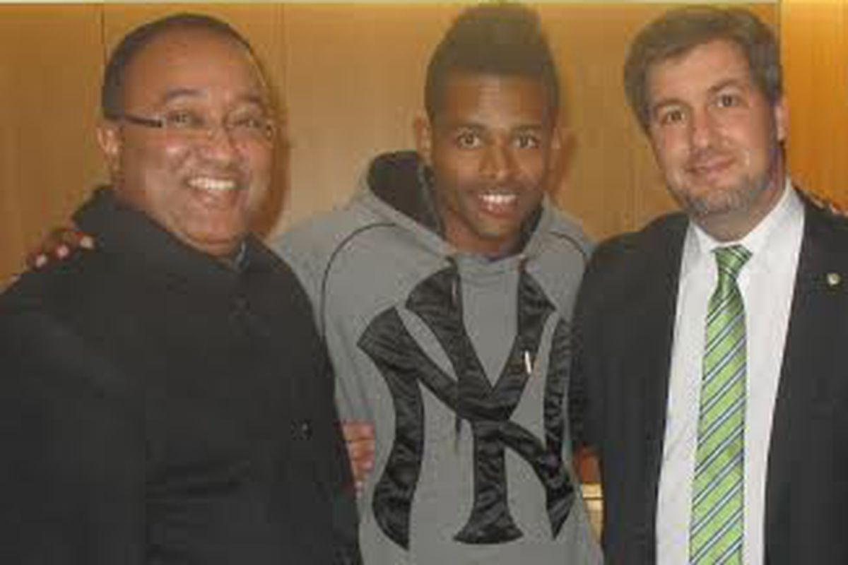 Heldon with his agent Joao José and Sporting president Bruno Carvalho on the date of his signing