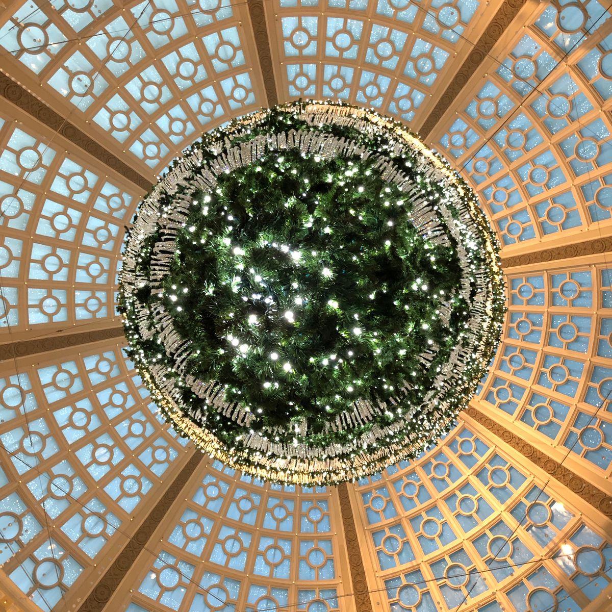 Upside Down Christmas Tree Tradition.Upside Down Christmas Tree Returns With Imitators And