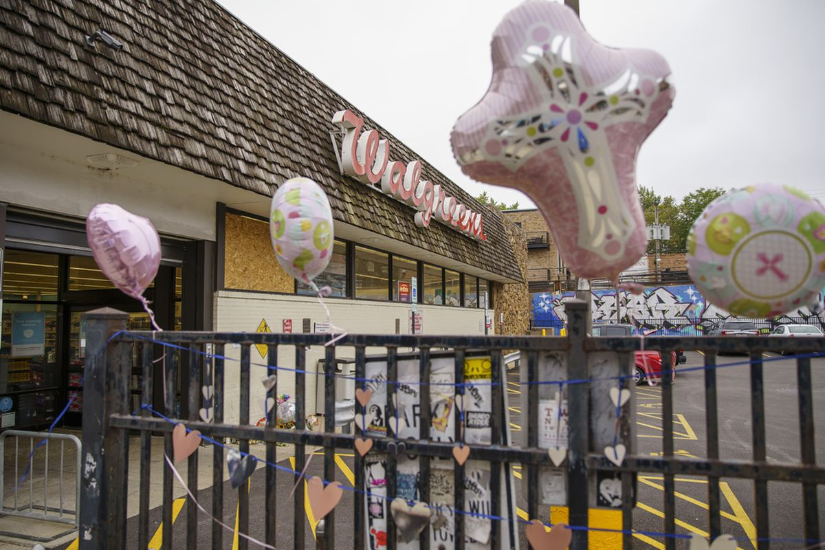 Balloons and cut out hearts are tied to a fence as memorial for Olga Maria Calderon who was brutally stabbed while on shift at Walgreens at 1372 N. Milwaukee Ave. in Wicker Park, Wednesday, Sept. 9, 2020.