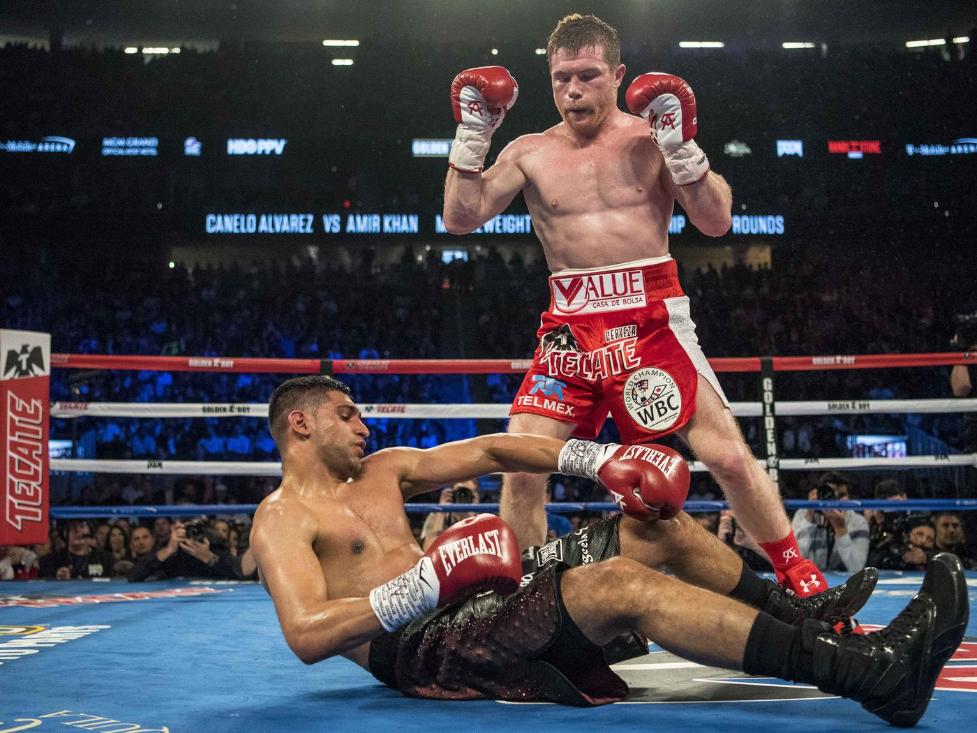 Canelo Alvarez Stops Amir Khan With Stunning Right Hand Mmamaniacom