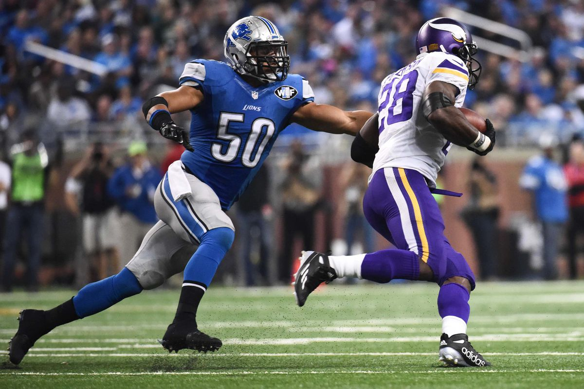 Not the most flattering picture, but in Lewis' defense, this has happened to a lot of linebackers.