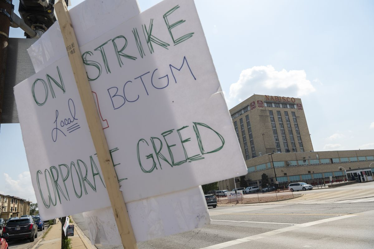 A picket sign hangs outside the Nabisco plant located at 7300 S Kedzie Ave in the Marquette Park neighborhood, Friday, Aug. 27, 2021.