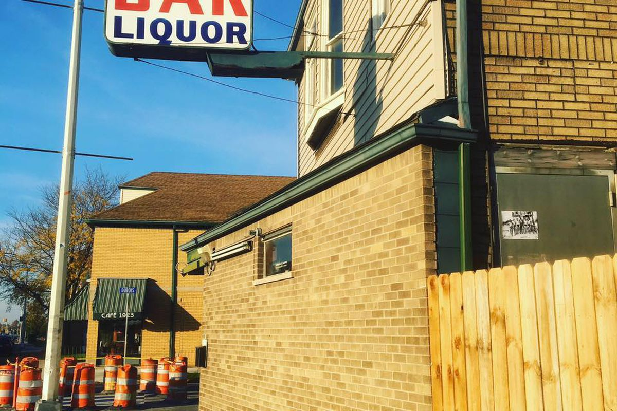 A sign atop the bar reads Kelly's Bar Liquor
