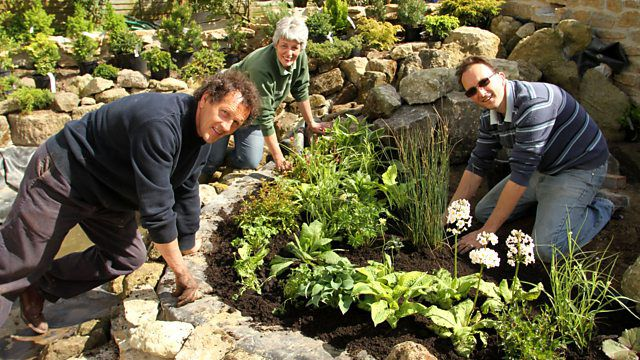 Monty Don and two big dreams, the organizers of the small spaces leaning against the back of the garden