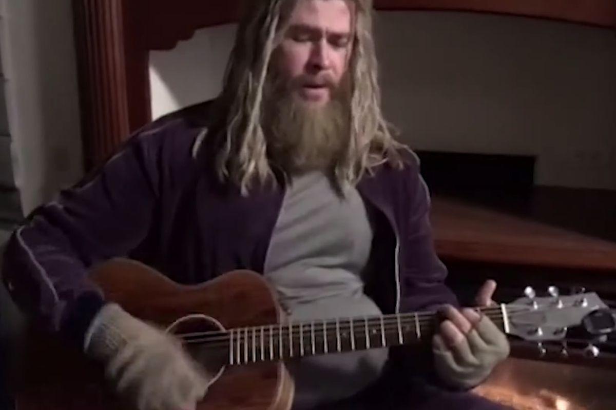 Watch Chris Hemsworth Performs Johnny Cash S Hurt As Fat
