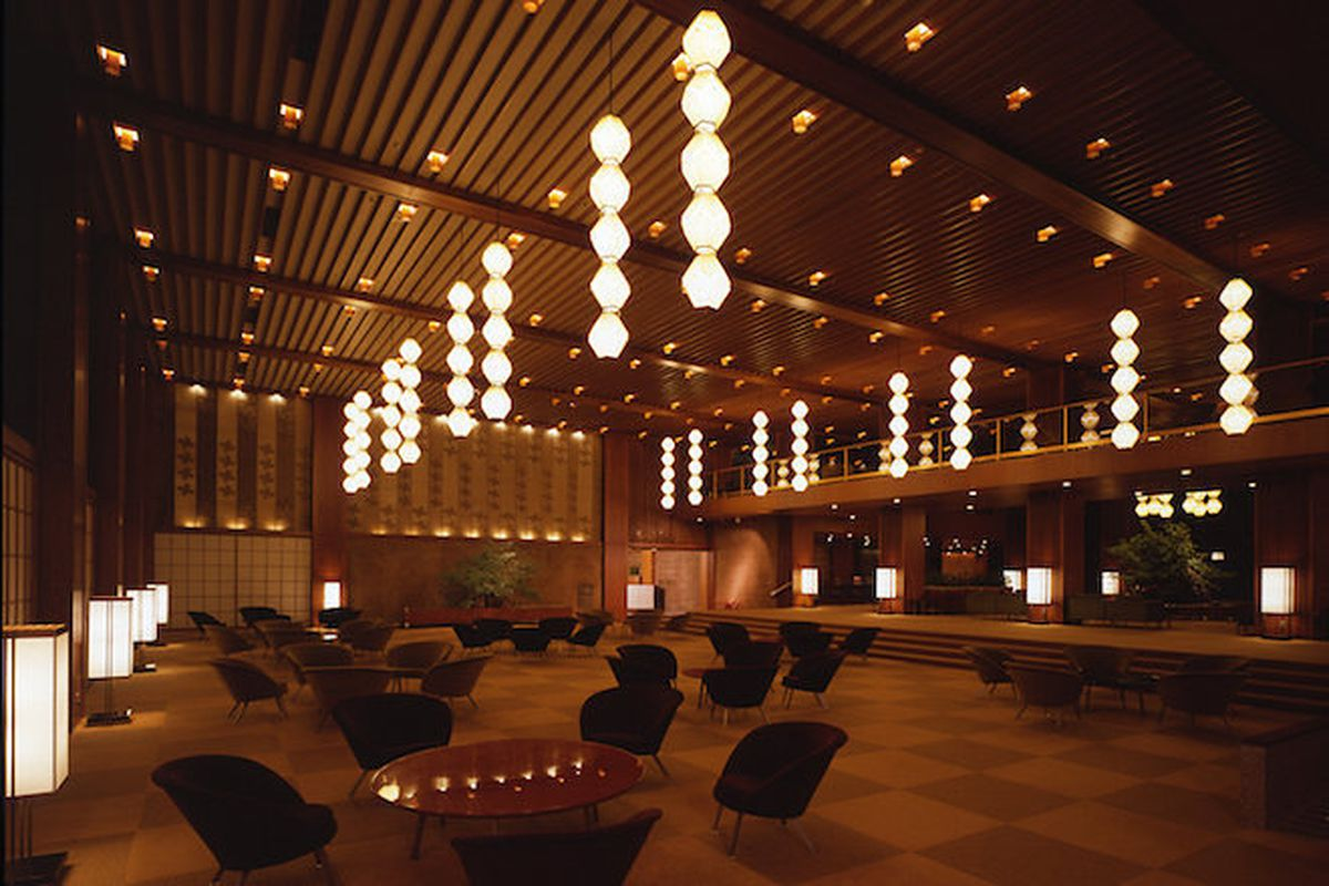 Tokyo 39 s hotel okura auctioning off rare furniture d cor for Hotel decor items