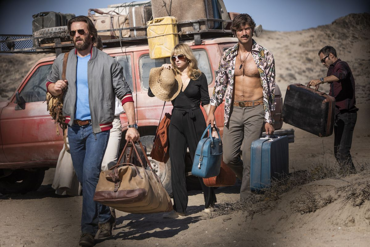 Ari (Chris Evans), Rachel (Haley Bennett), Jacob (Michiel Huisman), and Max (Alex Hassell) unload their bags from a car in The Red Sea Diving Resort