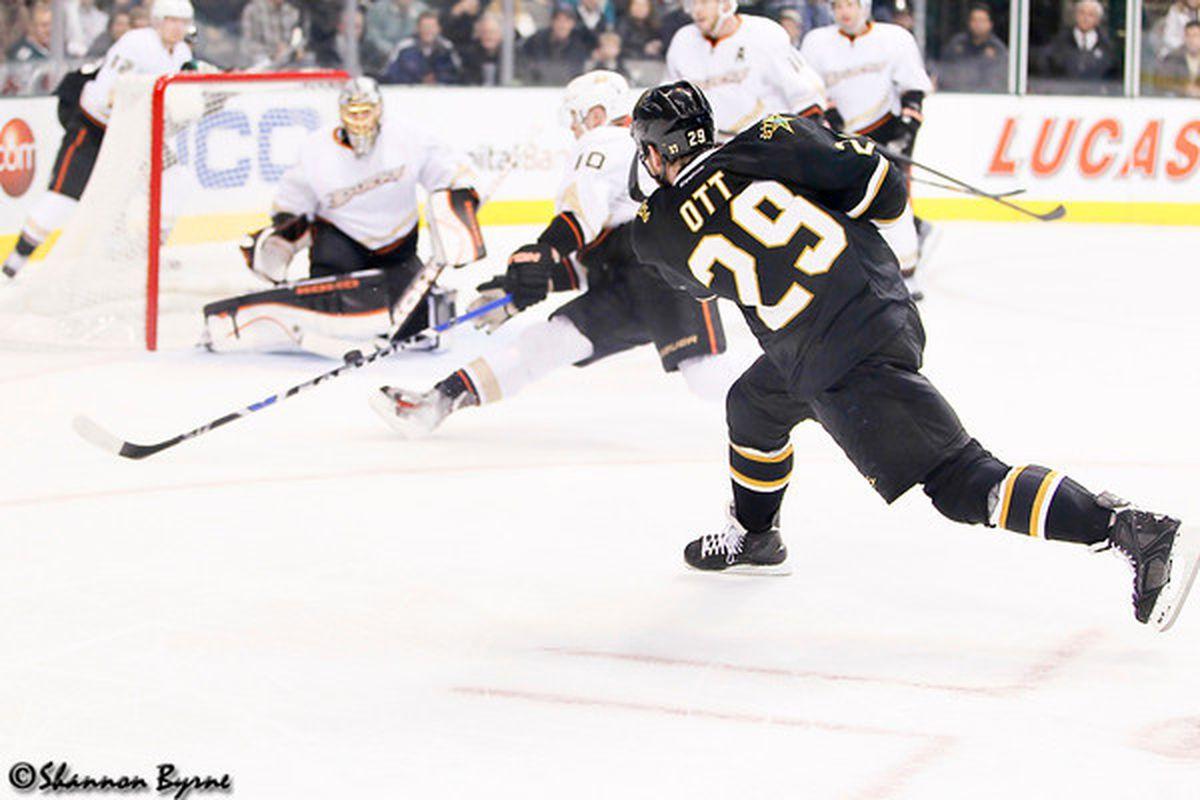 "via <a href=""http://www.myhockeyshots.com/DallasStars2011-2012Season/Games/031012-Stars-vs-Ducks/i-vVBD6W6/0/M/MG6528-ott-M.jpg"">www.myhockeyshots.com</a>"