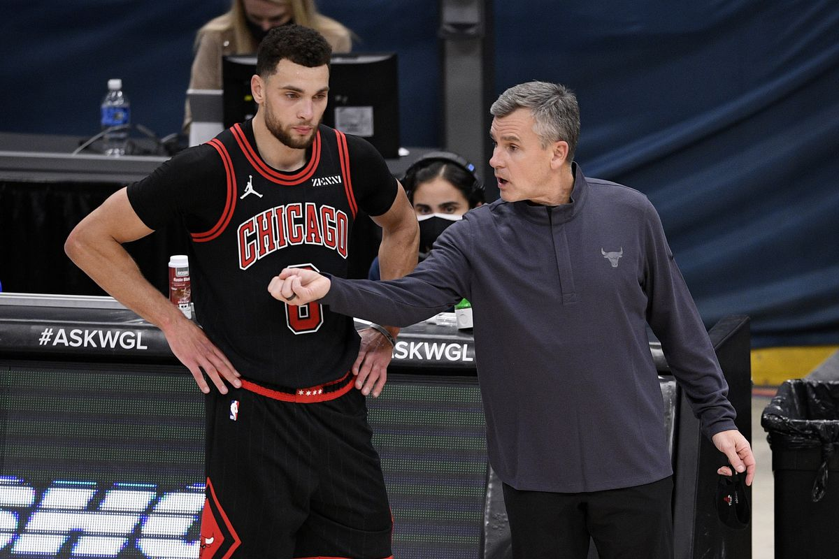 Bulls head coach Billy Donovan talks with guard Zach LaVine during the second half of Tuesday's win over the Wizards.