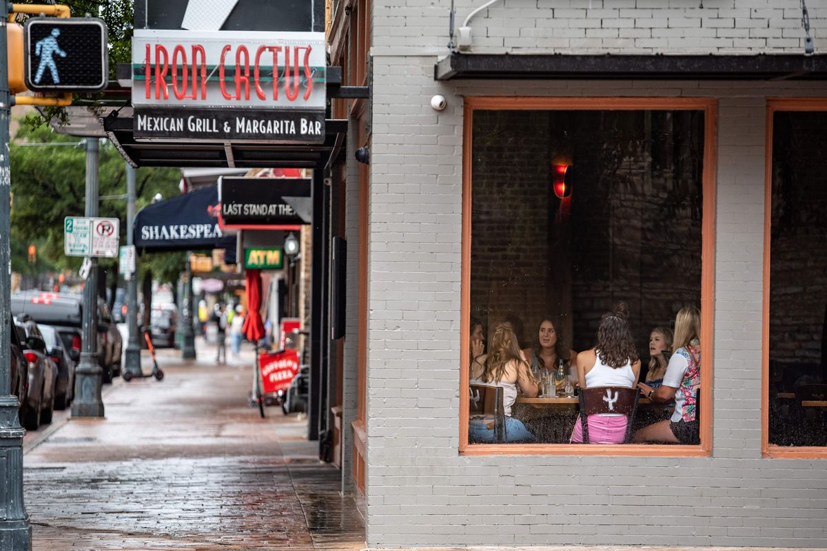 A group of women have lunch at a restaurant in Austin, Texas, June 26, 2020. - Texas Governor Greg Abbott ordered bars to be closed by noon on June 26 and for restaurants to be reduced to 50% occupancy. Coronavirus cases in Texas have spiked in recent weeks after being one of the first states to begin reopening.