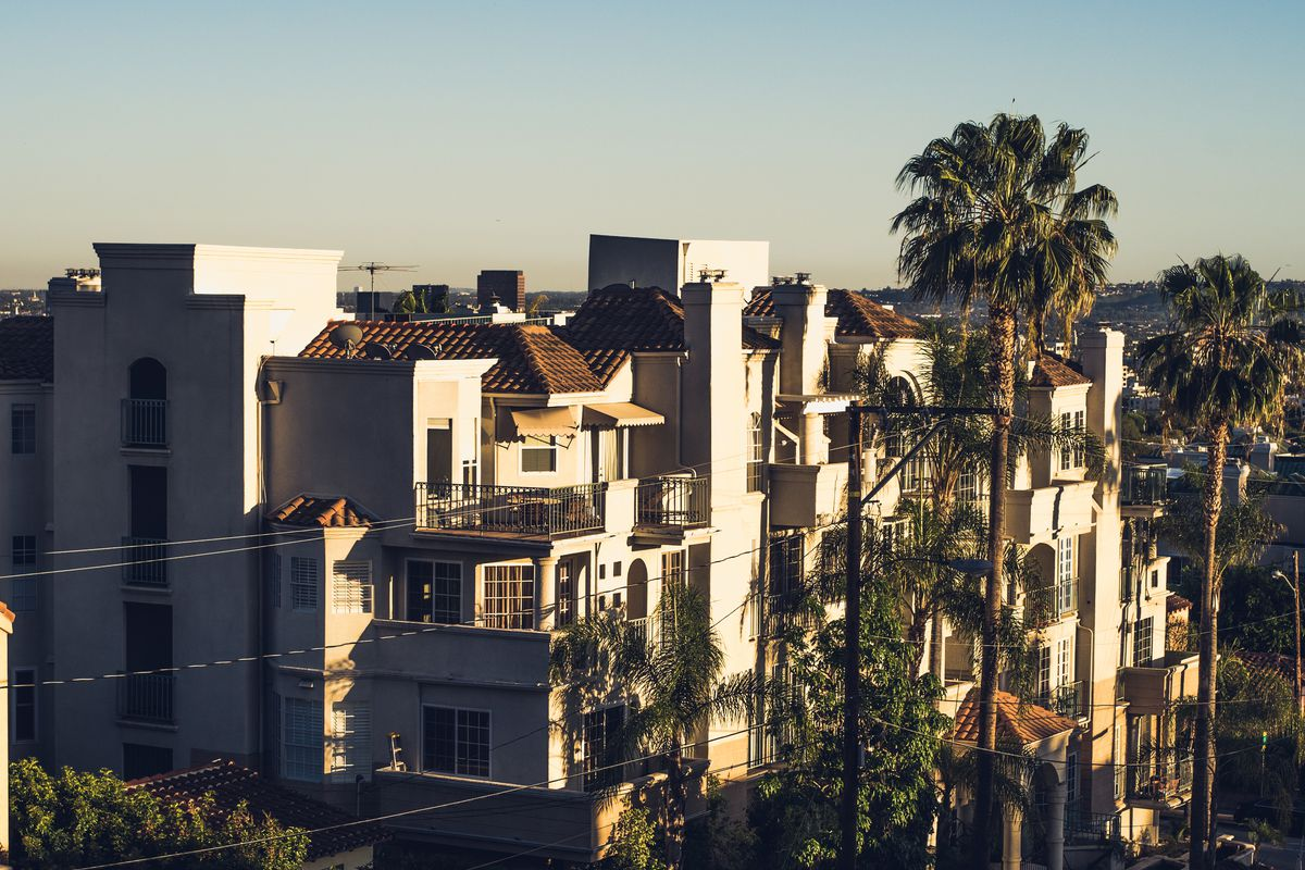 The best and worst months to sign a new lease in los for Month to month rental los angeles