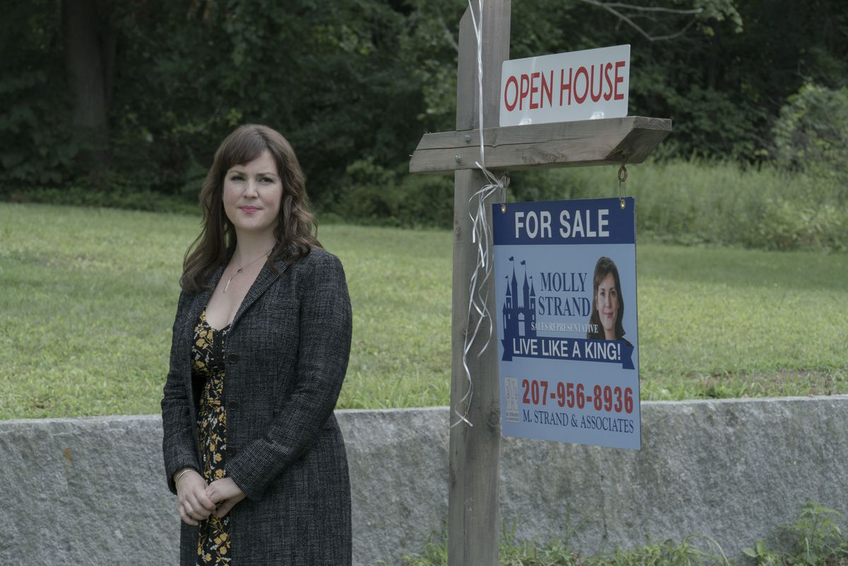 """A real estate agent (Melanie Lynskey) tries to improve her community's reputation on """"Castle Rock."""" 