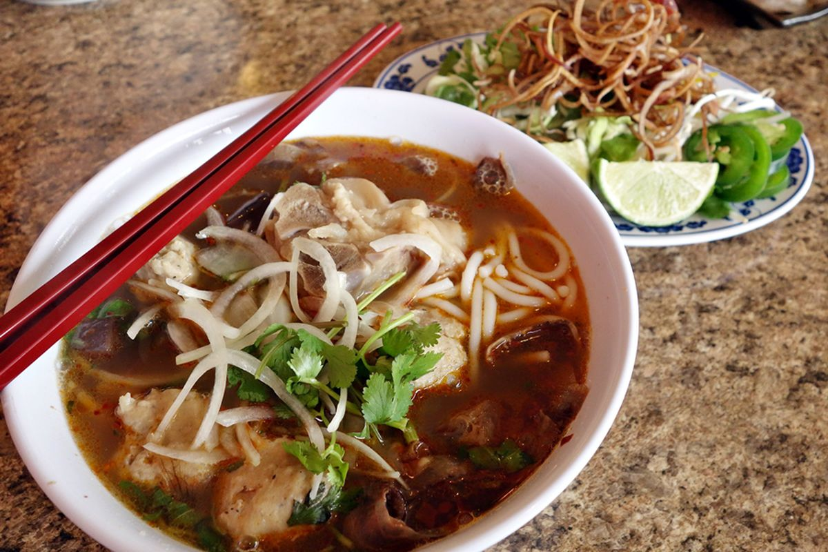 Bun bo bue at Hoang Lan.