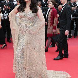 Aishwarya Rai wears Ali Younes Couture at the 'Slack Bay (Ma Loute)' premiere.