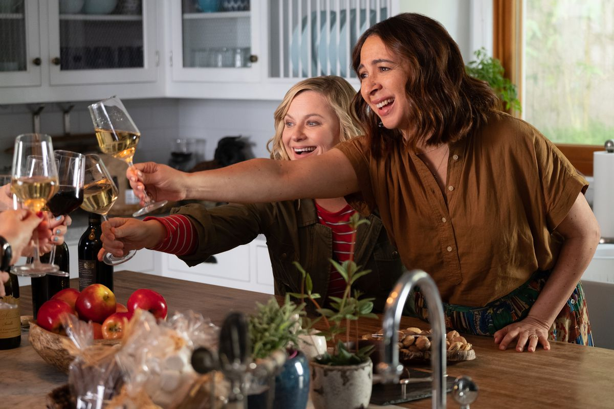 Amy Poehler and Maya Rudolph in Wine Country.