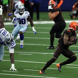 October 2020: In Week 4, the Browns were down 14-7 at the end of the first quarter. Over the next two quarters, Cleveland scored 34 unanswered to take a 41-14 lead, seemingly having the game well in control. However, Dallas scored 3 touchdowns and 3 two-point conversions in the fourth quarter to make it a 41-38 game with 3:42 to play. That's when WR Odell Beckham ripped off a 50-yard run for a game-sealing touchdown, his third score of the game, including one in which he caught a pass from fellow WR Jarvis Landry. The Browns improved to 3-1 with the 49-38 win.