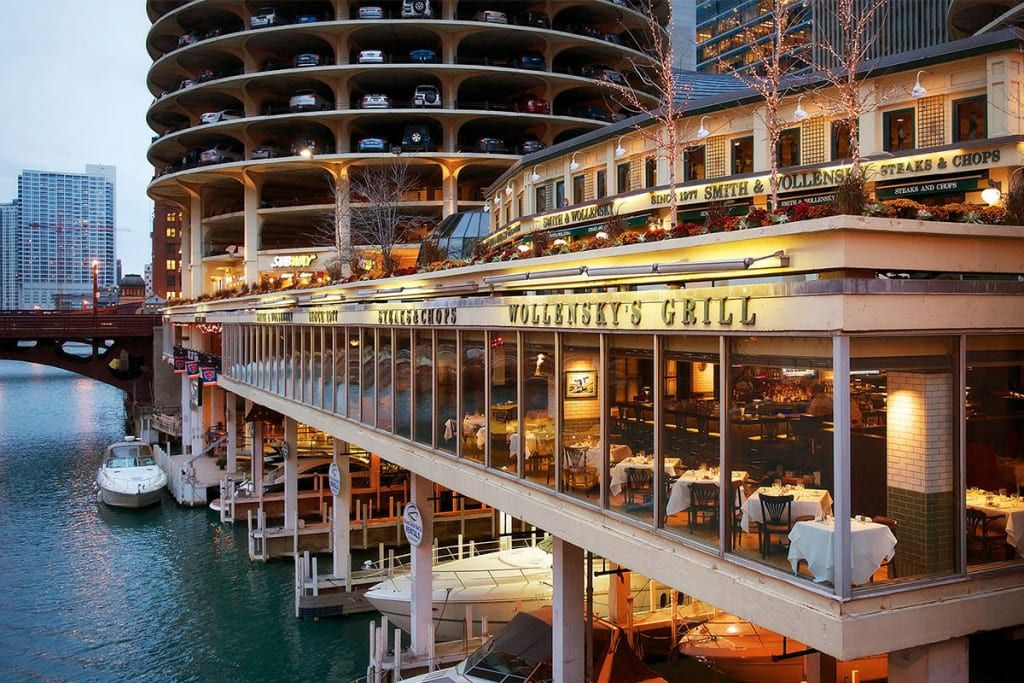 A steakhouse above the Chicago River