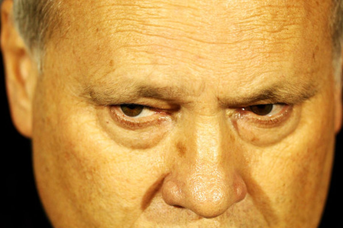 This is seriously all I saw of Martin Jol's head in this pic in the SBN photo tool.
