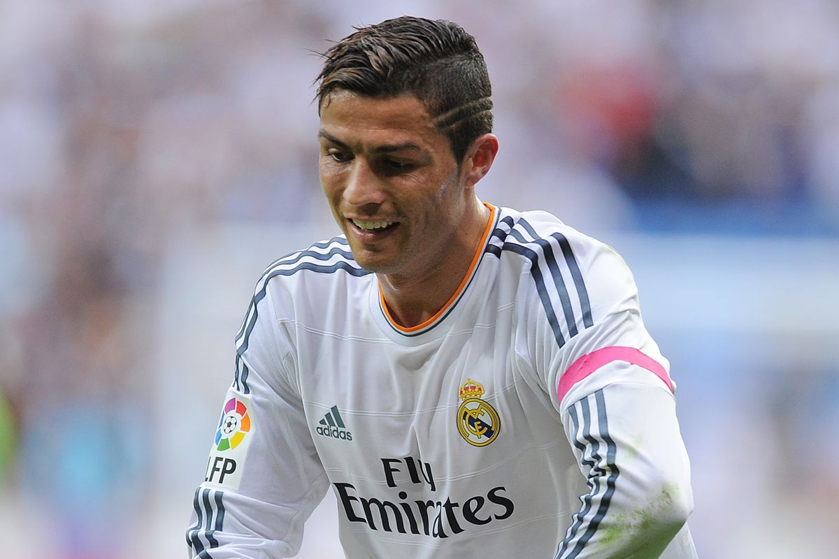 Ronaldo sports a pink armband for breast cancer awareness
