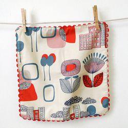 "Retro cloth napkins, <a href=""http://www.etsy.com/listing/127528860/city-scene-retro-inspired-rick-rack?ref=shop_home_active"">$16</a> by <a href=""http://www.etsy.com/shop/jennyjen42"">jennyjen42</a>"