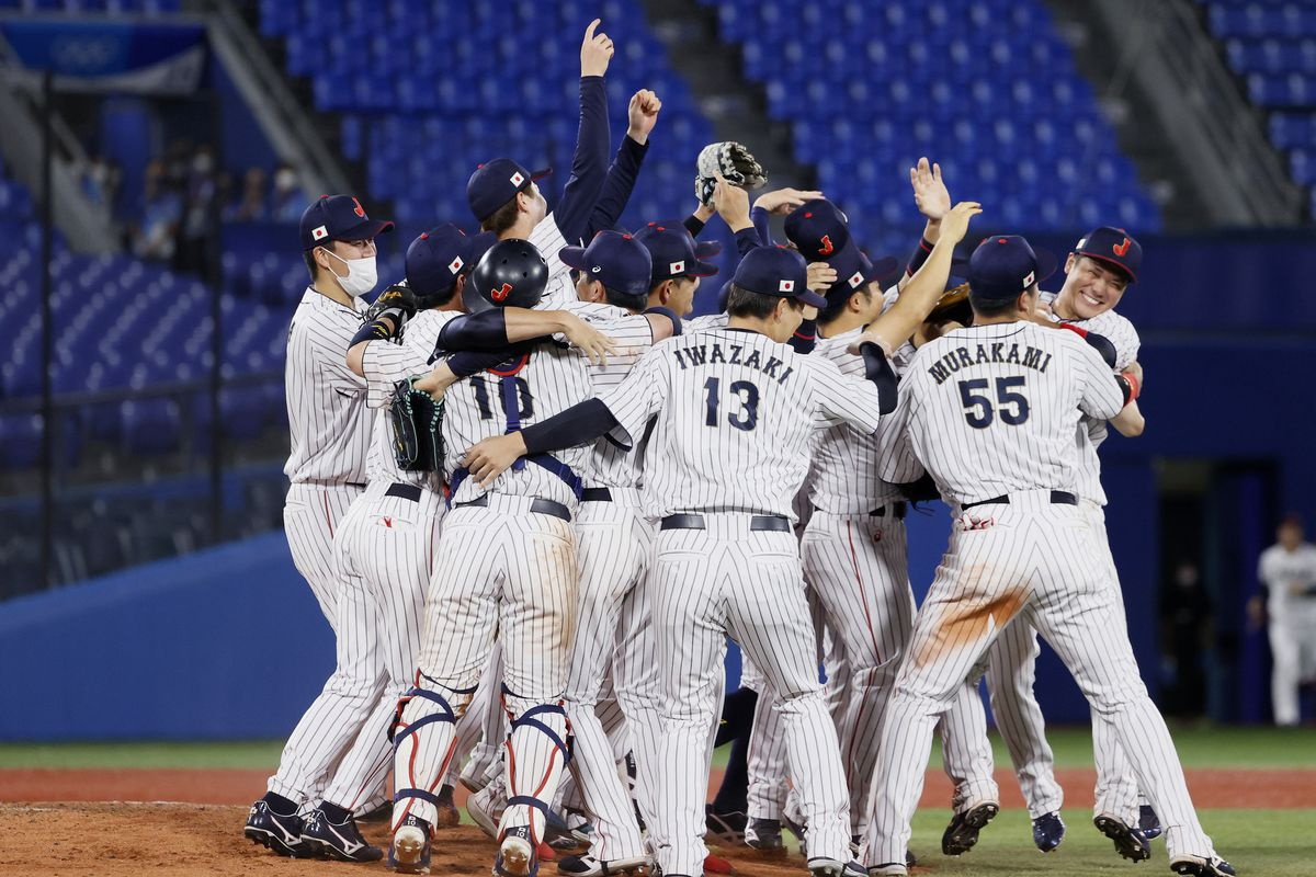 Players of Team Japan celebrate winning the gold after their 2-0 victory over Team United States in the gold medal game between Team United States and Team Japan on day fifteen of the Tokyo 2020 Olympic Games at Yokohama Baseball Stadium on August 07, 2021 in Yokohama, Kanagawa, Japan.