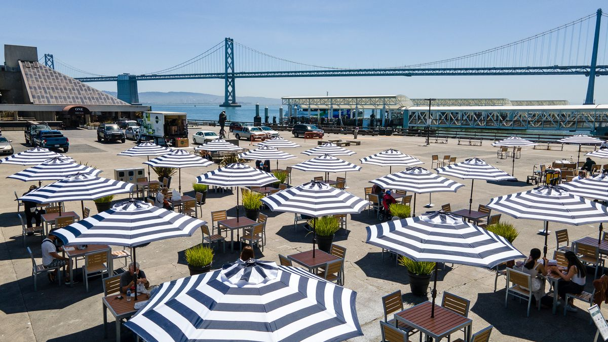 Outdoor dining at Ferry Building
