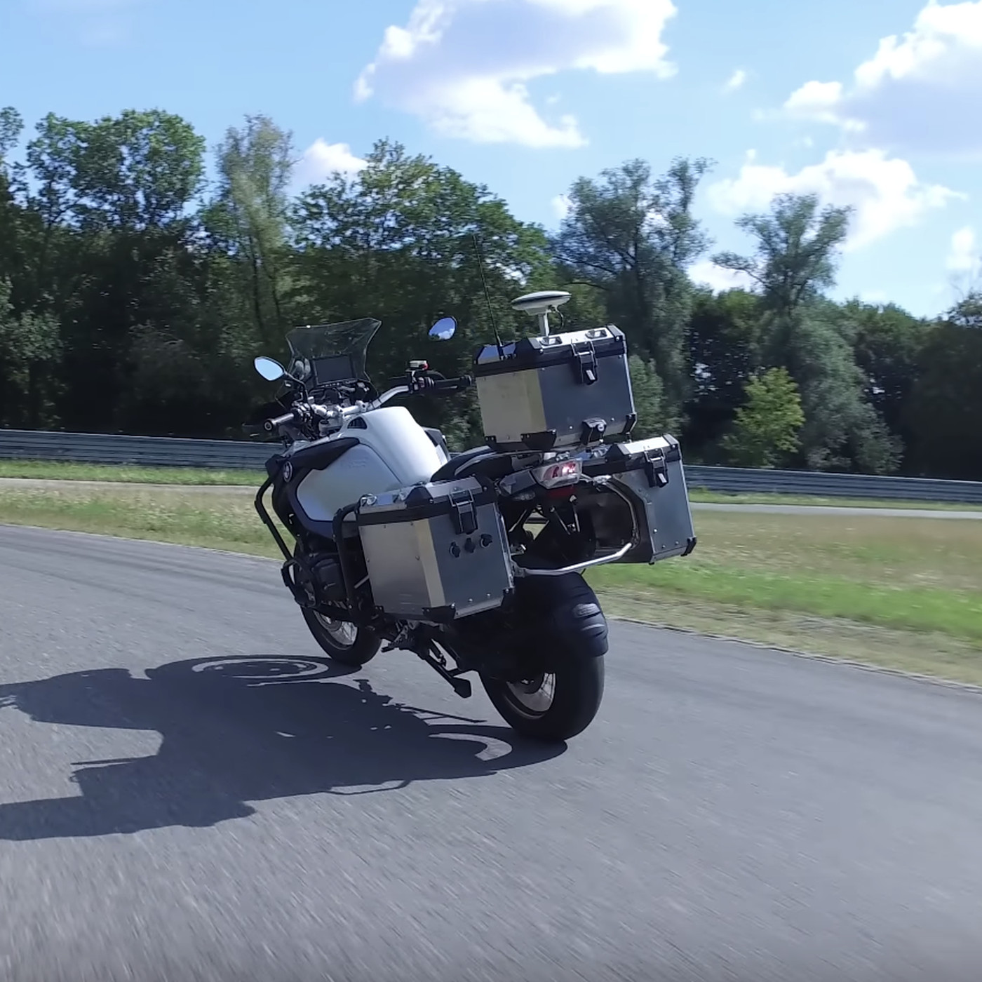 BMW made a self-driving motorcycle - The Verge