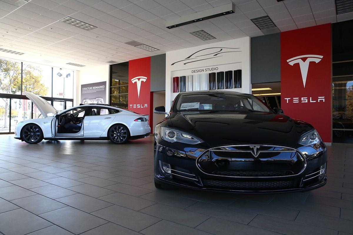 A Tesla showroom in Palo Alto, CA.