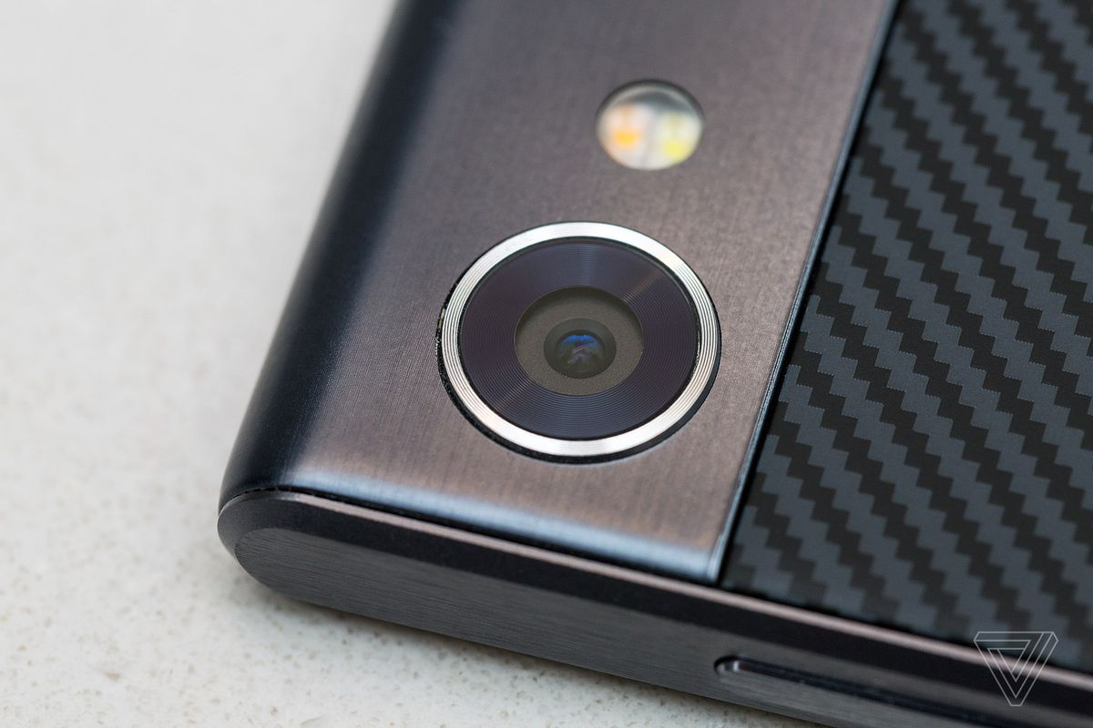 BlackBerry Motion review: moving backwards - The Verge