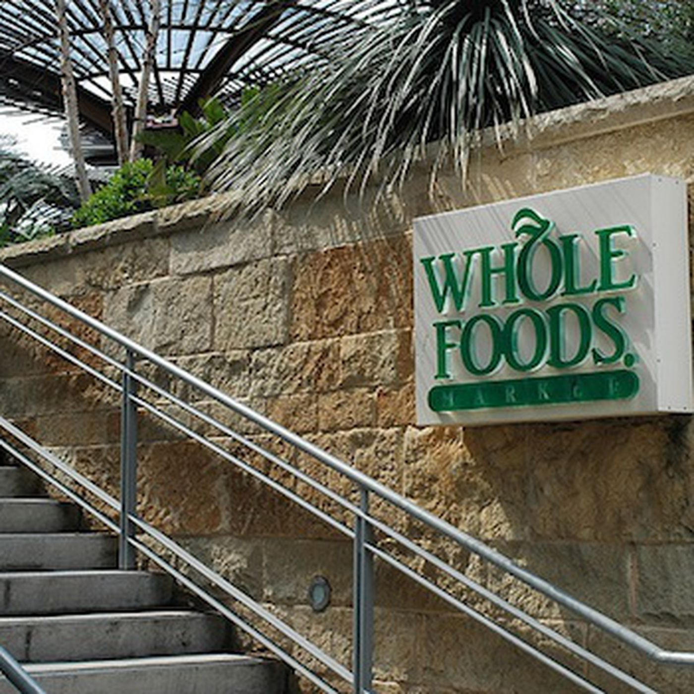 Whole foods employee quits with a gloriously insane email eater expocarfo Choice Image