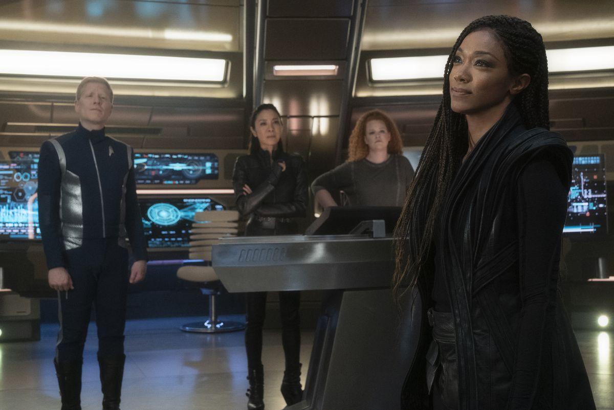 Anthony Rapp, Michelle Yeoh, Mary Wiseman and Sonequa Martin-Green on the Discovery Deck in Star Trek: Discovery