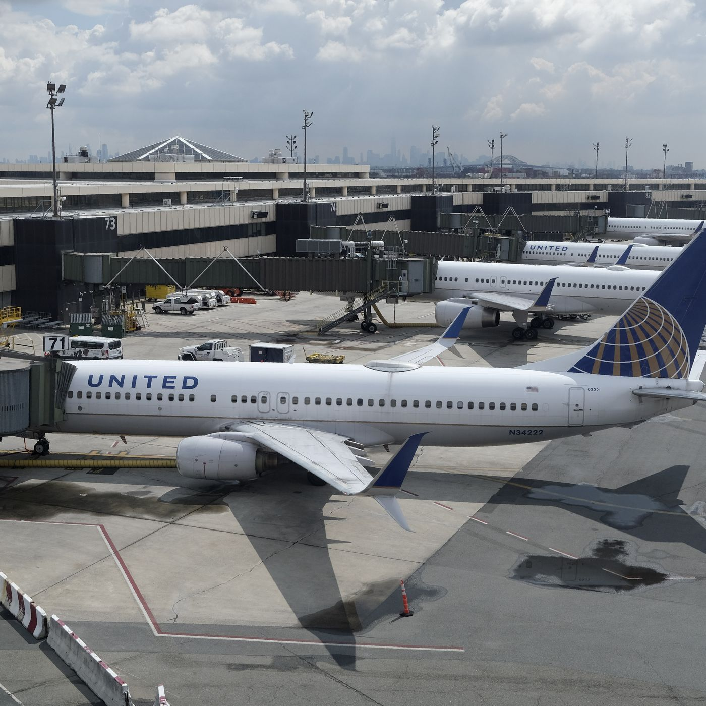 United Airlines Open Middle Seats Open Is A Pr Strategy Manager Says Deseret News,Small Powder Room Sinks