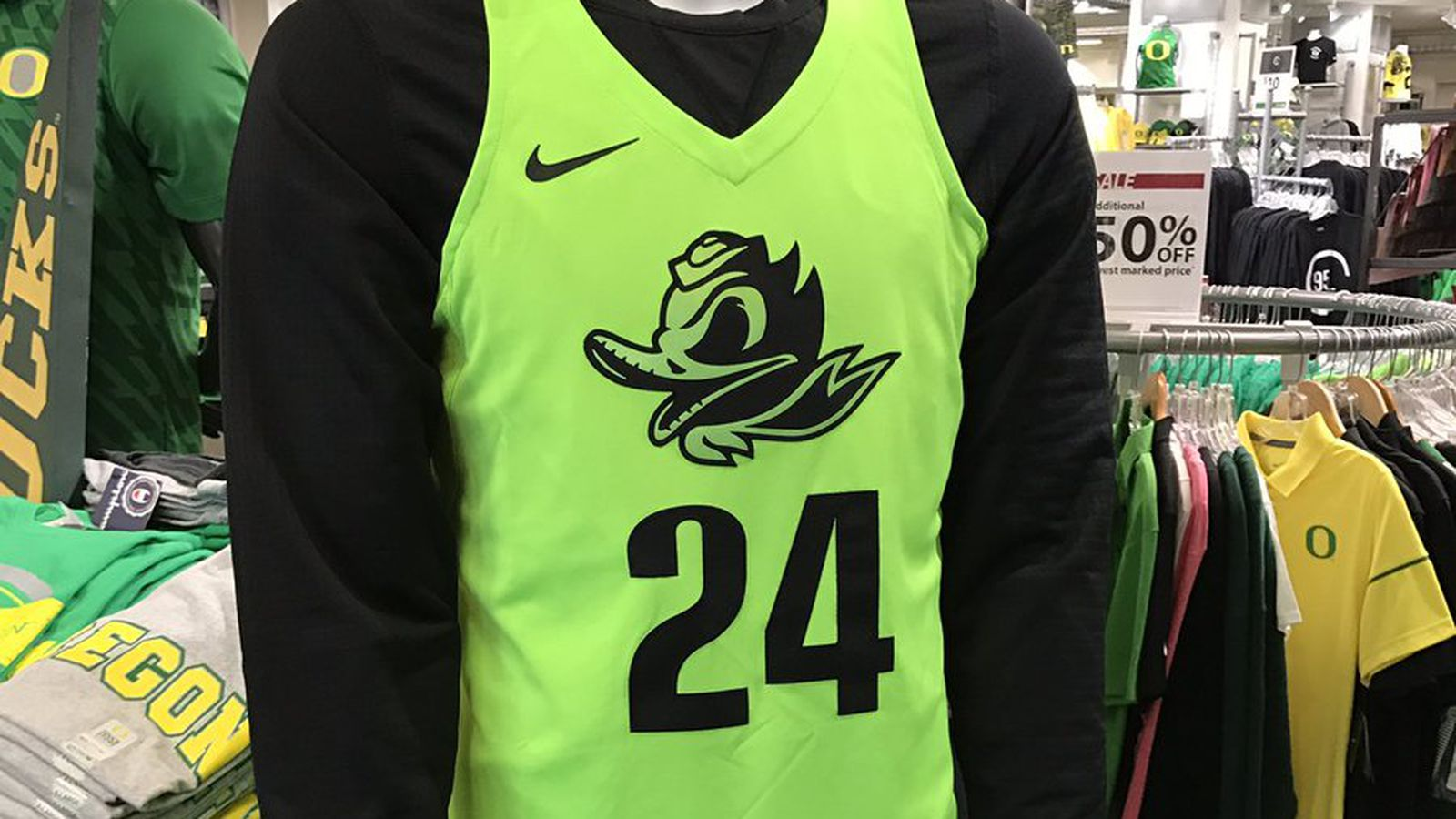 """Oregon basketball gets new """"Electric Green"""" uniforms - Addicted To Quack"""
