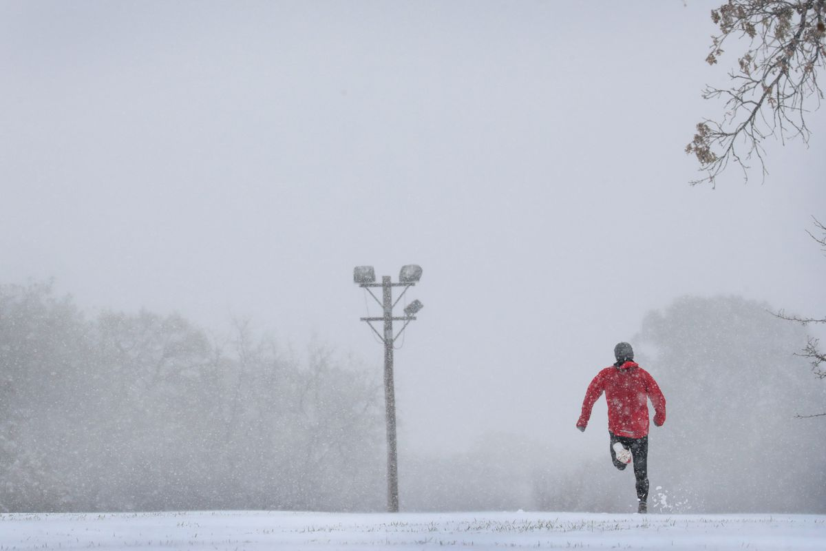 Snow And Low Temperatures Usher In Winter In Chicago