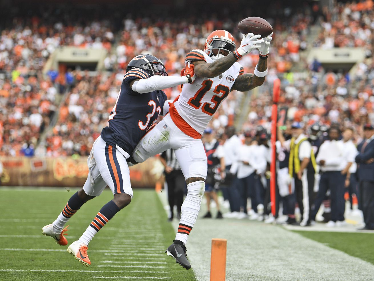 Bears second-year cornerback Jaylon Johnson (33, defending Browns wide receiver Odell Beckham, Jr.) has six pass break-ups this season — tied for fourth in the NFL.
