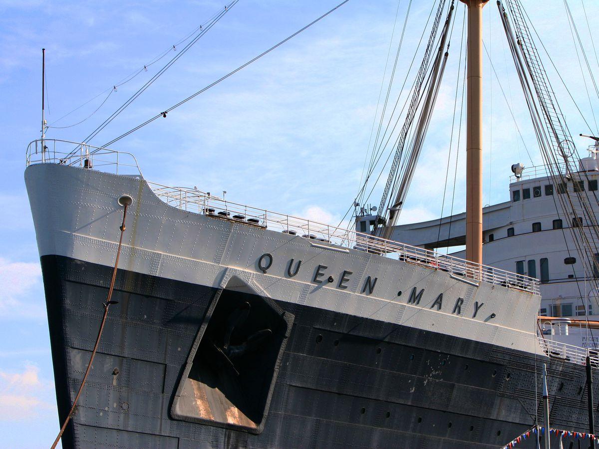 L'extérieur du navire Queen Mary à Los Angeles.