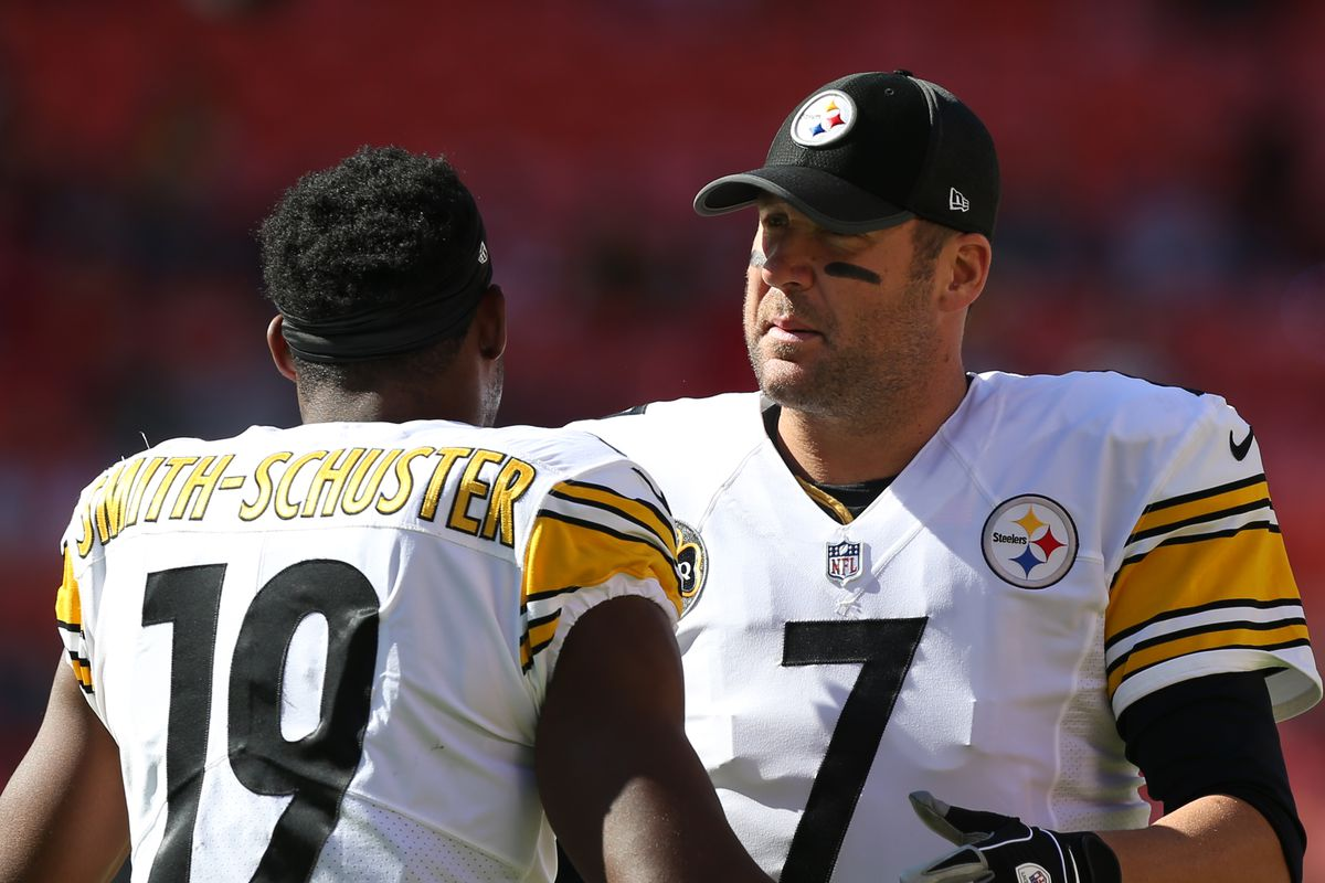 Pittsburgh Steelers quarterback Ben Roethlisberger and wide receiver JuJu Smith-Schuster before a week 6 NFL game between the Pittsburgh Steelers and Kansas City Chiefs on October 15, 2017 at Arrowhead Stadium in Kansas City, MO.