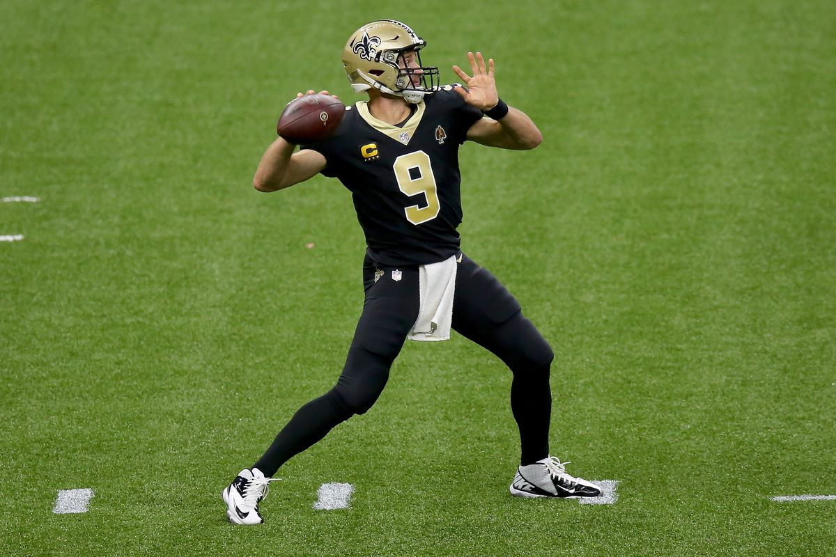 Saints quarterback Drew Brees throws a pass against the Panthers last week.