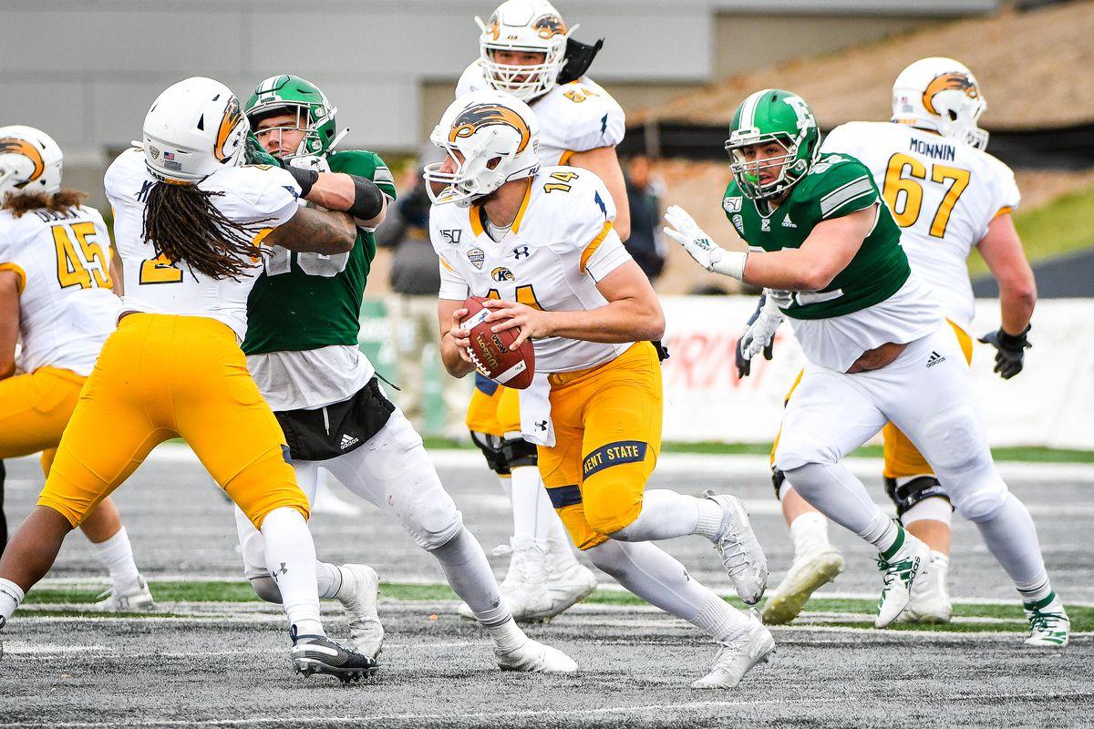 大学橄榄球赛:11月29日,肯特州立大学在密歇根州东部