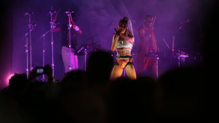 FKA Twigs using her gravitational pull on the packed out Panorama crowd.