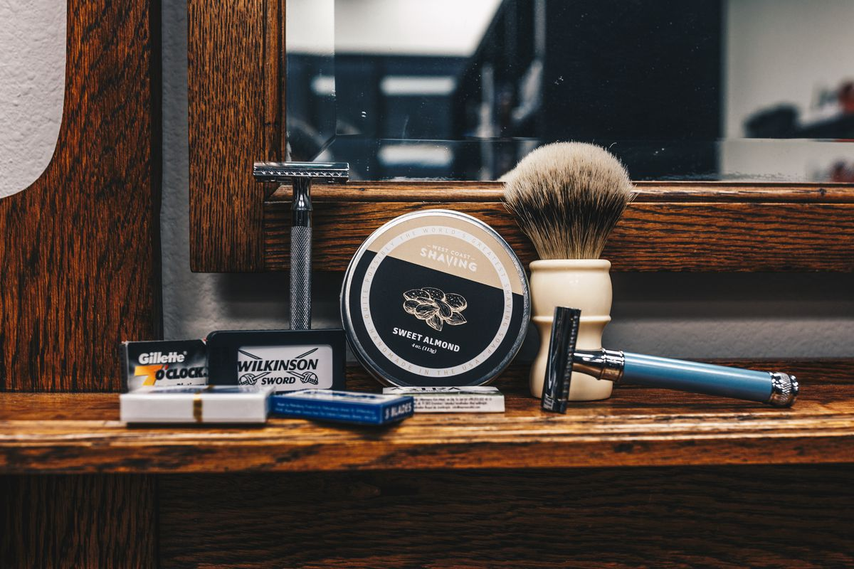 A safety razor set with a brush