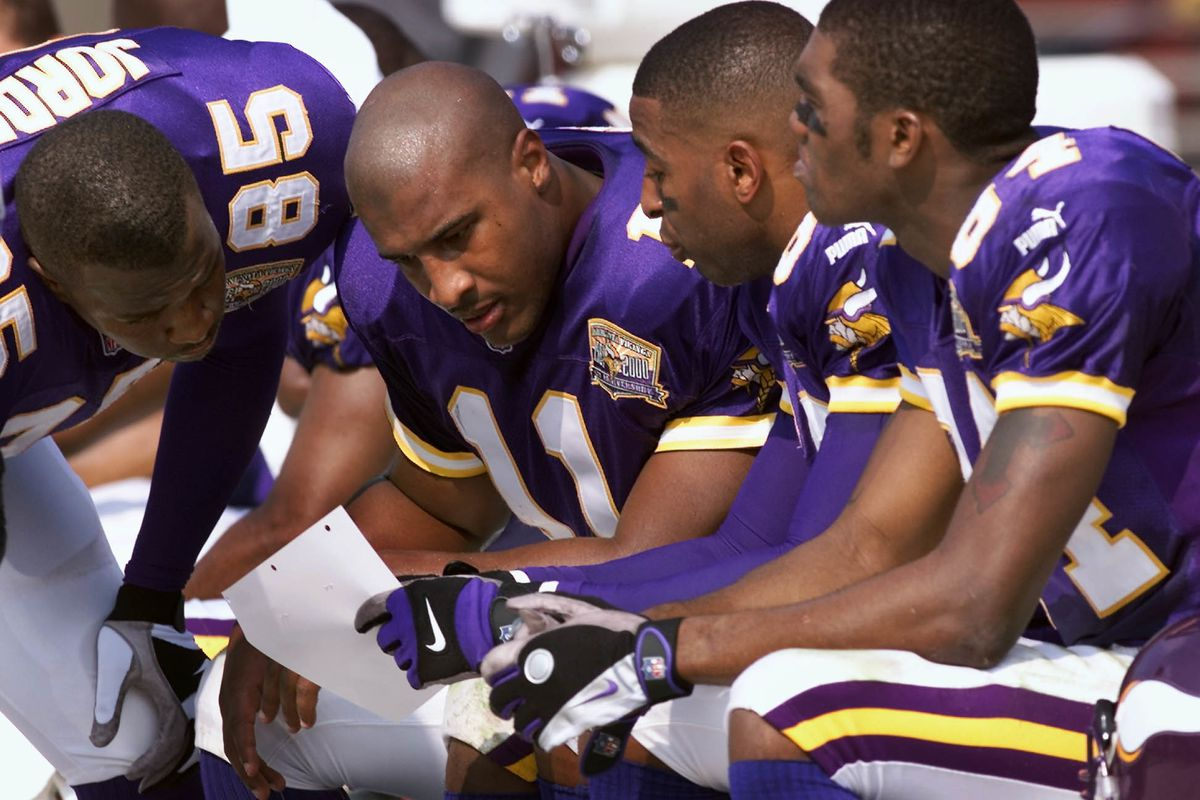GENERAL INFORMATION: 10/29/00 - Tampa, FL - Vikings vs. Tampa Bay Buccaneers IN THIS PHOTO: Losing to the Tampa Bay, members of the Vikings offense regroup on the sideline to go over their strategy during the game. Left to right are Andrew Jordan, qu