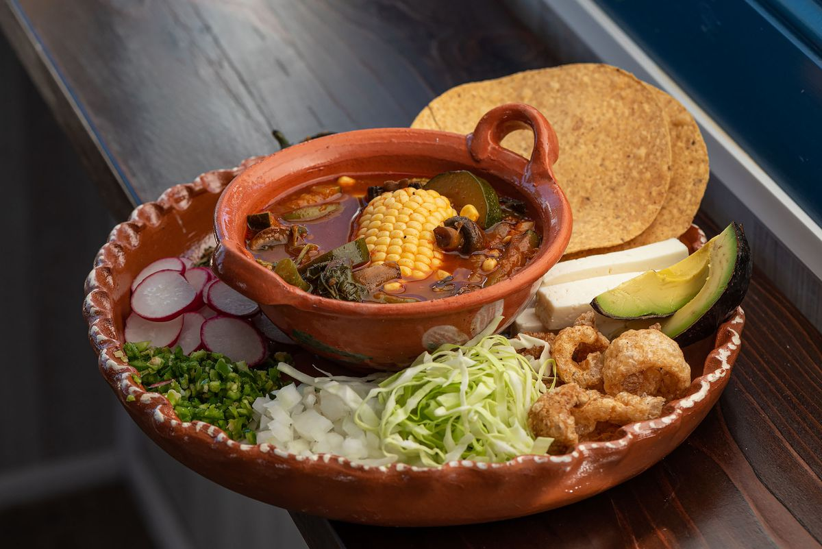Vegan elopozole with toppings