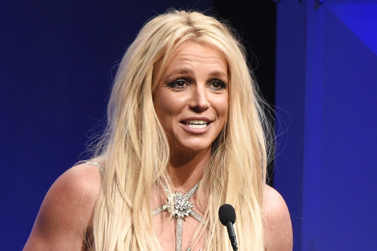 Britney Spears accepts the Vanguard award.
