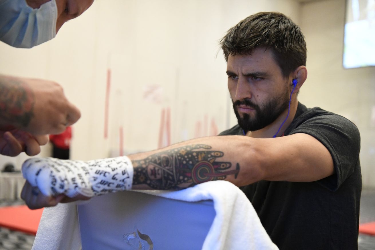 <label><a href='http://idinterior.in/news/mma/34193/Report-Carlos-Condit-vs-Matt-Brown-targeted-for-UFC?ref=headlines' class='headline_anchor news_link'>Report: Carlos Condit vs. Matt Brown targeted for UFC event on Jan. 30</a></label><br />Carlos Condit vs. Matt Brown is in the works for a UFC Fight Night event on Jan. 30. Third time lu