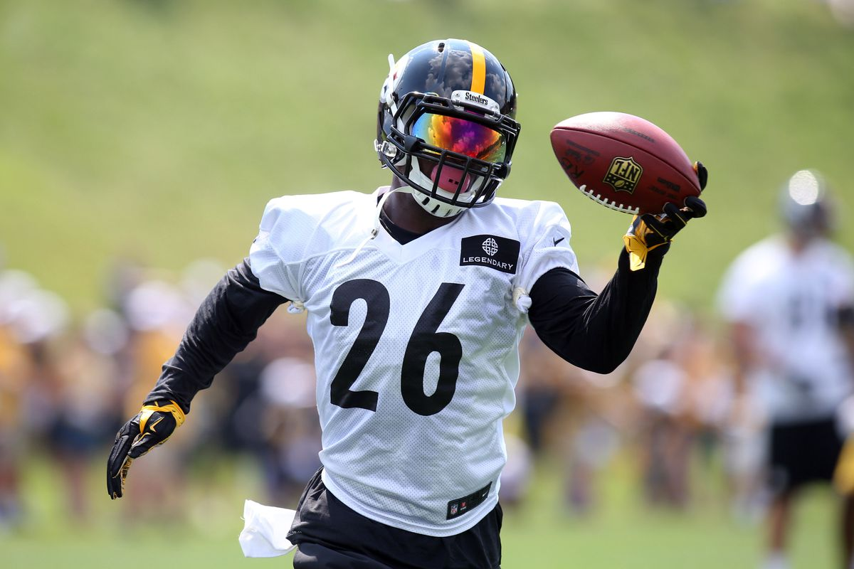 Vowing he's changed for good, Steelers WR Bryant returns