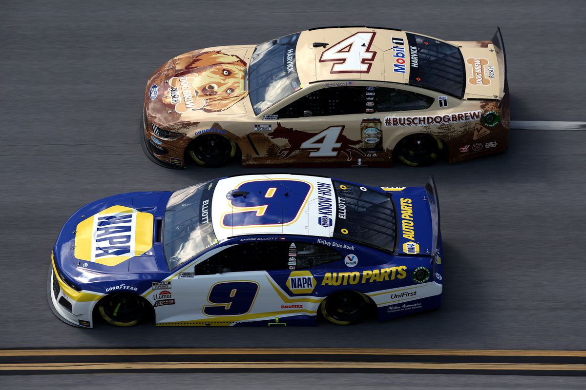 Chase Elliott, driver of the #9 NAPA Auto Parts Chevrolet, and Kevin Harvick, driver of the #4 Busch Dog Brew Ford, race during the NASCAR Cup Series GEICO 500 at Talladega Superspeedway on April 25, 2021 in Talladega, Alabama.