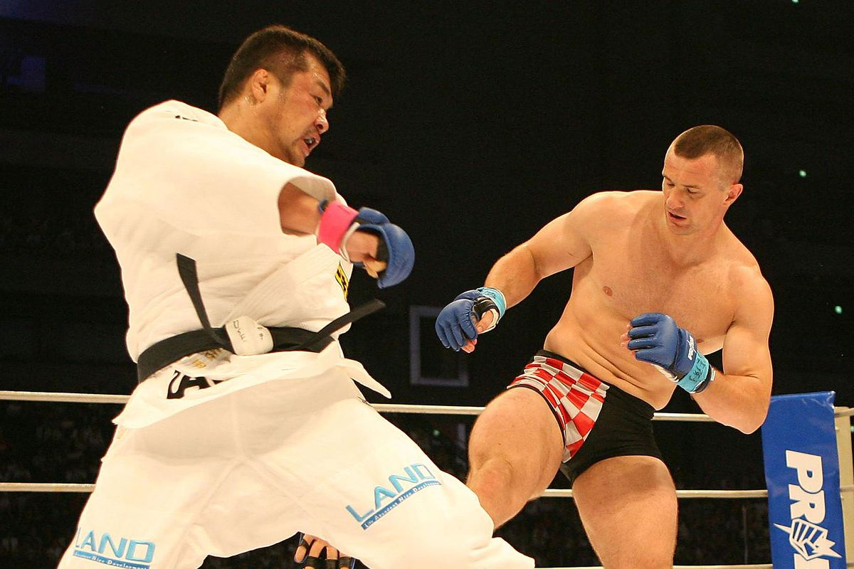 "Hidehiko Yoshida v Mirko ""Cro Cop"" Filipovic - Pride Openweight Grand Prix 2006"