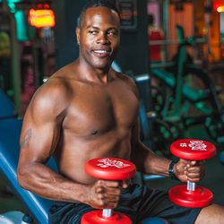 """<a href=""""http://ny.racked.com/archives/2013/08/06/hottest_trainer_contestant_4_antonio_freeman.php""""><b>Antonio Freeman</b></a>. Photo by <a href=""""http://peladopelado.com/"""">Driely S</a>"""