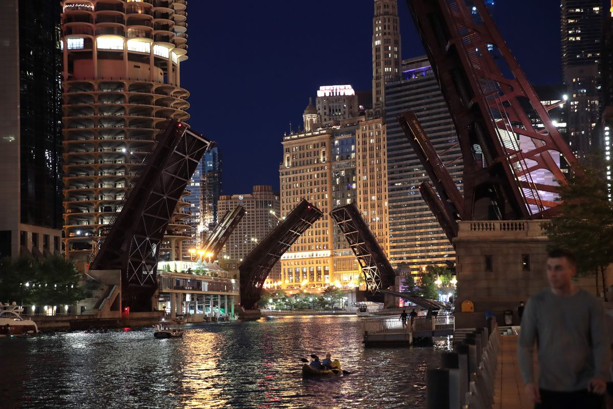 After Major Looting Incident, Chicago Closes Bridges Overnight